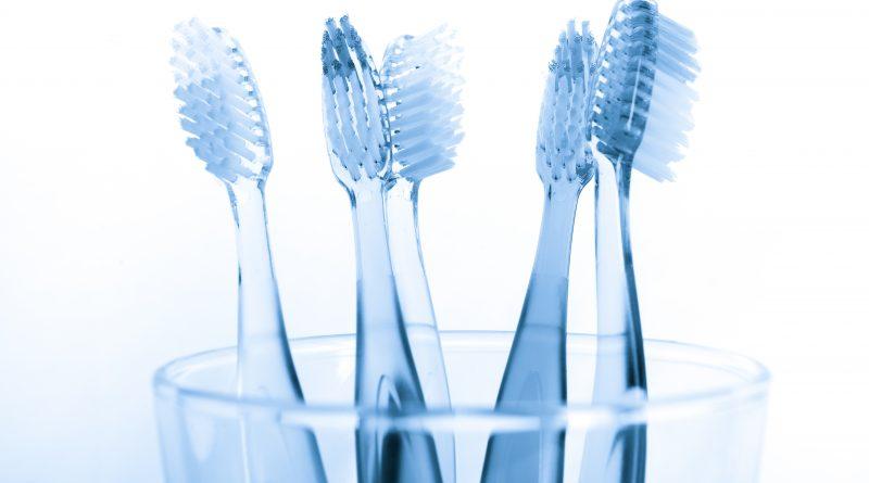 Lo spazzolino da denti è più sporco della tavoletta del water!
