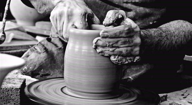 Le mani dell'antica tradizione manifatturiera italiana negli scatti di Thomas Quintavalle