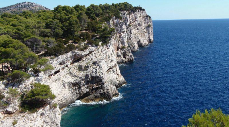 Dalmatia: the stones of creation in a crystal sea